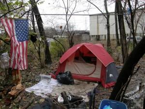 Un padre de familia a punto de ser desahuciado se ahorca en plena calle  Tent_city_10_large-300x225